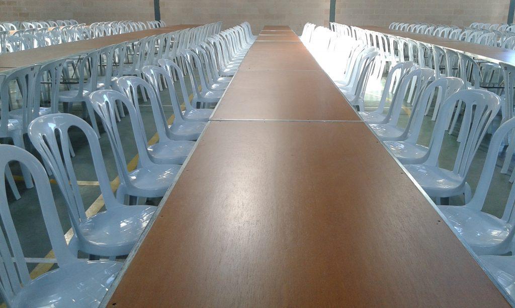 Mesas de madera de 2mts x 0,80 bmb