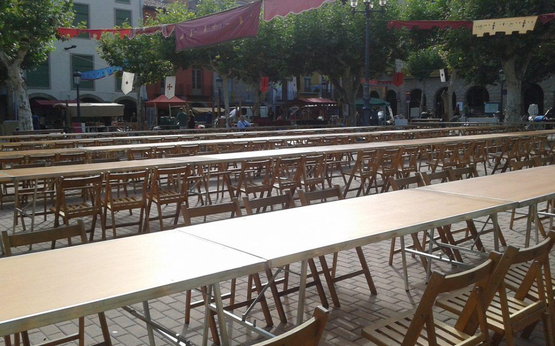 mesas y sillas de madera