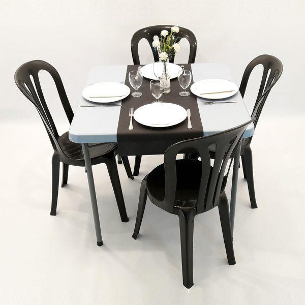 cadira plastic negre amb la tauleta