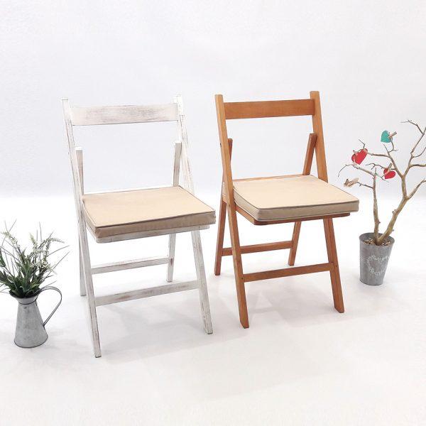 cadires de fusta amb posssibilitat de coixi beig
