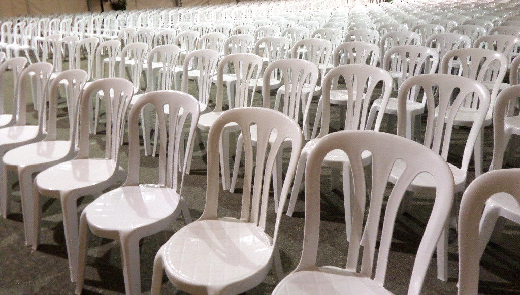 sillas de resina blancas