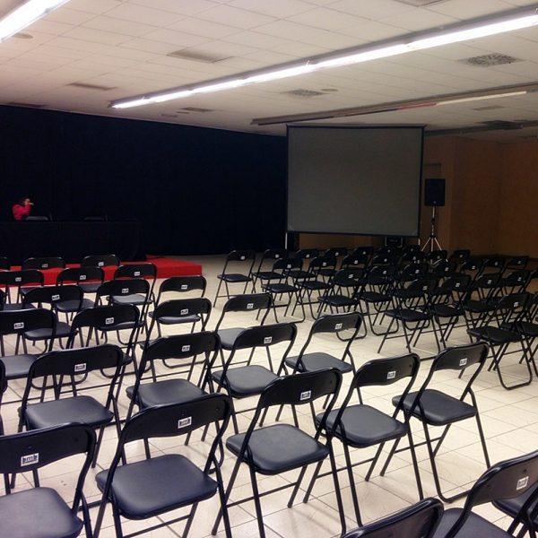 sillas negras tapizadas