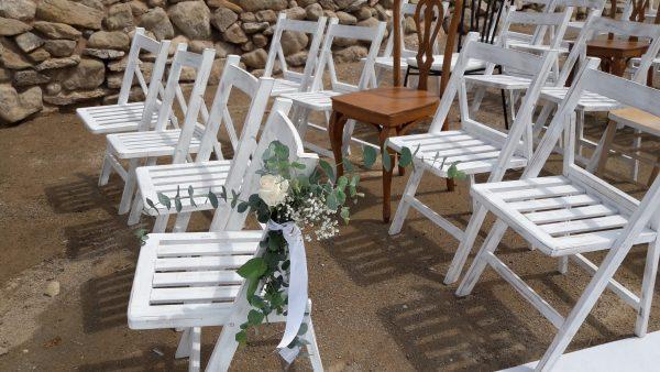 ceremonia con mezcla de sillas