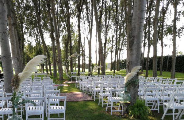 ceremonia con plegables blancas