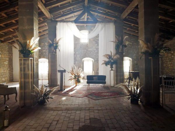ceremonia sofá y plumeros
