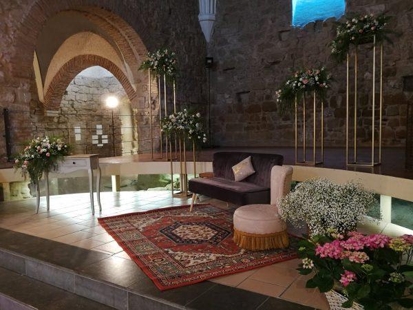 ceremonia con sofá terciopelo