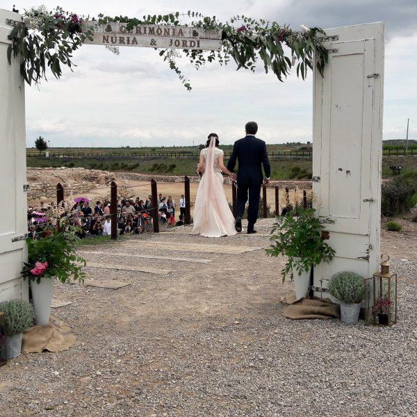 novia y puertas